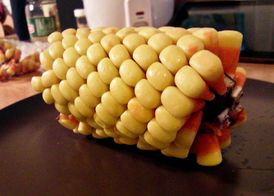 http://somethingaweek.files.wordpress.com/2011/10/candy-corn-cob-40.jpg?w=600